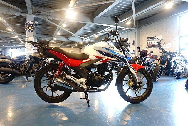 CBF125R 車体も軽く扱いやすいバイクです!リヤキャリアも装備!!