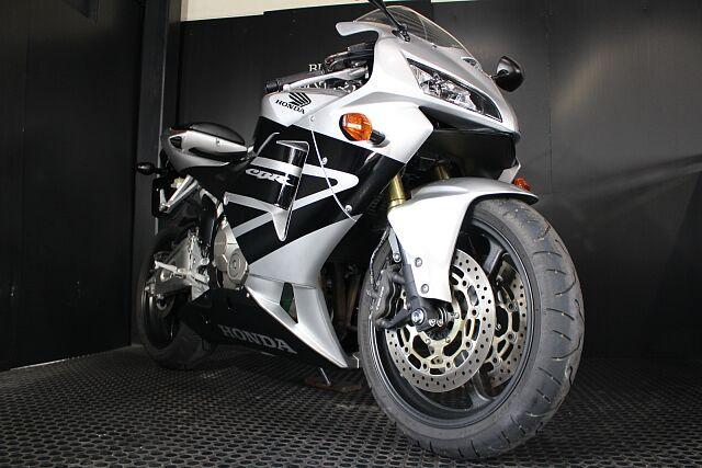CBR600RR MotoGPマシンの技術を使ったスーパースポーツバイクです!!